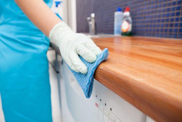 Nettoyer la maison avec une entreprise de nettoyage